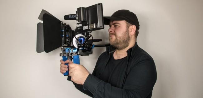 Schulterstativ für bessere Kameraführung im Einsatz