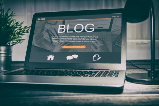 Laptop mit Blog-Website